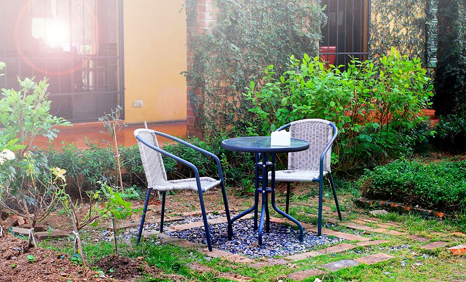 庭のテーブルセット